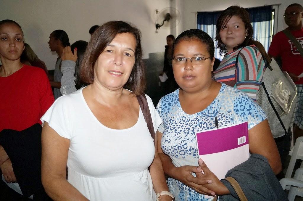 As professoras Rosiléia e Patrícia elogiam a palestra da II Semana de Educação