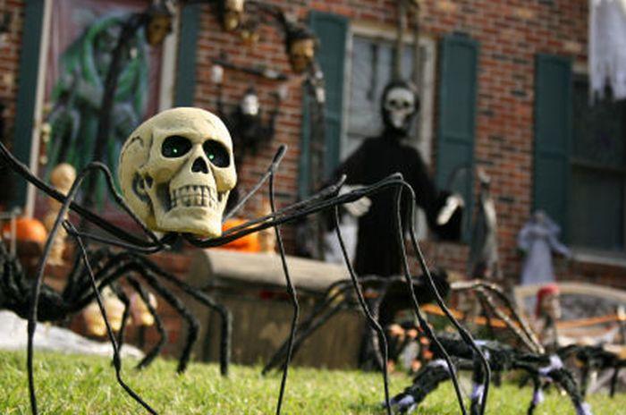 spooky halloween front yard decorations. Black Bedroom Furniture Sets. Home Design Ideas
