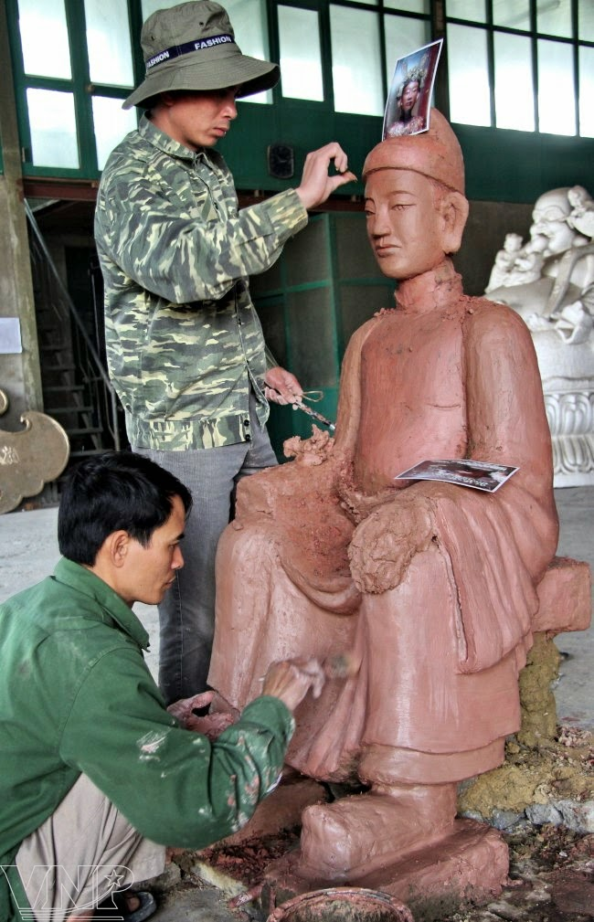For over 900 years, bronze casting in Tong Xa Village, Yen Xa Commune in the district of Y Yen in Nam Dinh Province has been preserved and strongly developed, bringing a good life to the local people