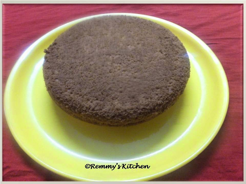 Easy vanilla sponge cake :Pressure cooker method