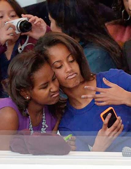 Мишель Обама с дочерью, на язык так и ложится шутка про чернокожего и гетто, но мы ее озвучивать не будем