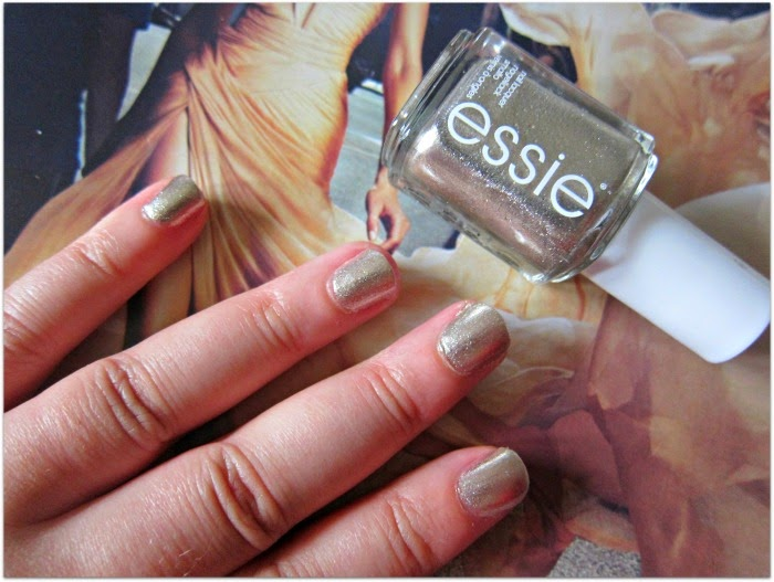 My Christmas Day Nail Polish: Essie Jiggle Hi, Jiggle Low