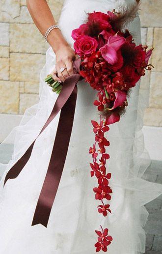 Ramo de novia en tonos rojo y/o fucsia - Foto: Floristería Olimpia