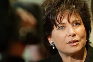 Anne Sinclair défend DSK