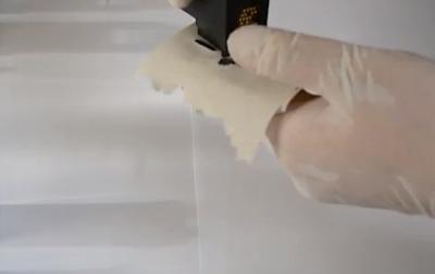 Почистите салфеткой