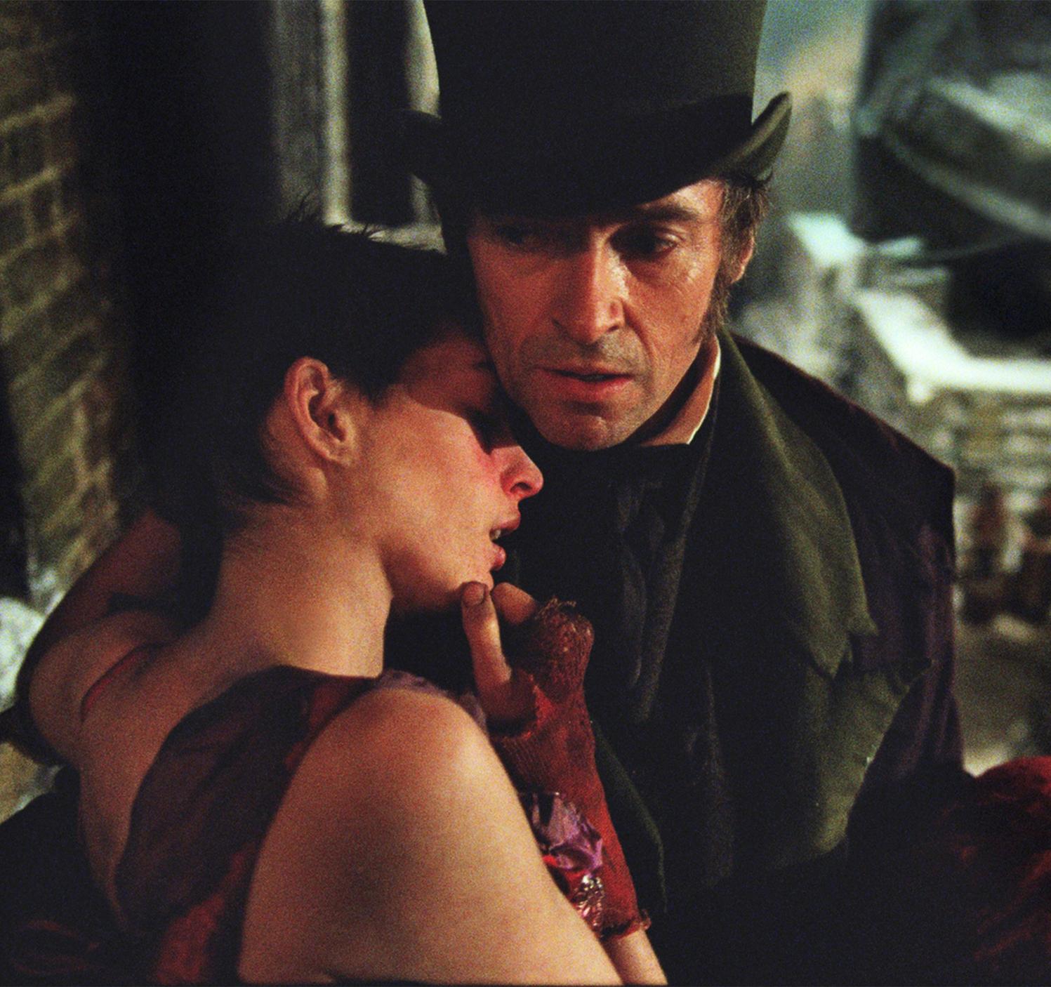 http://4.bp.blogspot.com/-wTvl2r0wVHw/UP1sijXxLnI/AAAAAAAAAvI/VULJoN3N5Bc/s1600/Les+Miserables+Hugh+Jackman+Anne+Hathaway+Tom+Hooper+Jean+Valjean+Fantine.jpg