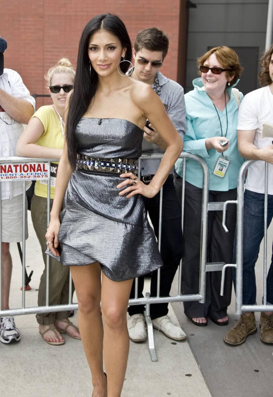 Nicole Scherzinger Long Straight Hairstyles 04