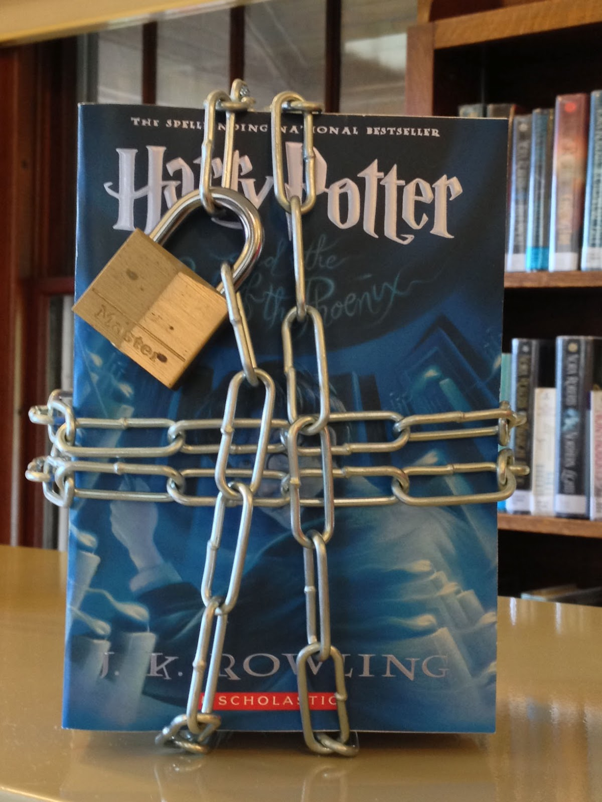 Harry Potter Book Banned : Harry potter and the order of phoenix