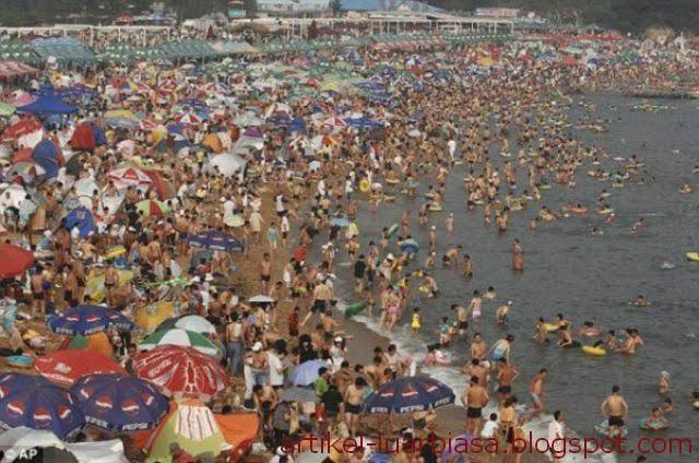 Pantai unik paling ramai turis
