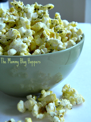 The MommyBlog Hoppers: Italian Parmesan Breadstick Popcorn