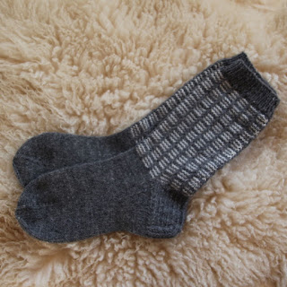 Miesten käsin neulotut villasukat
