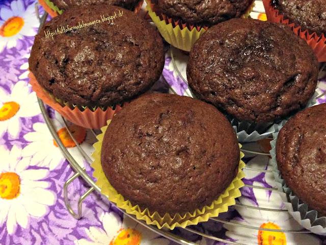 muffins al cioccolato con marmellata ai frutti di bosco