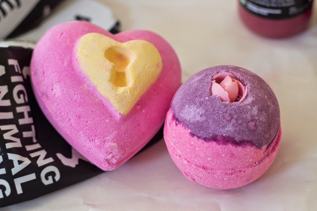 lush love locket bath bomb, lush sex bomb bath bomb