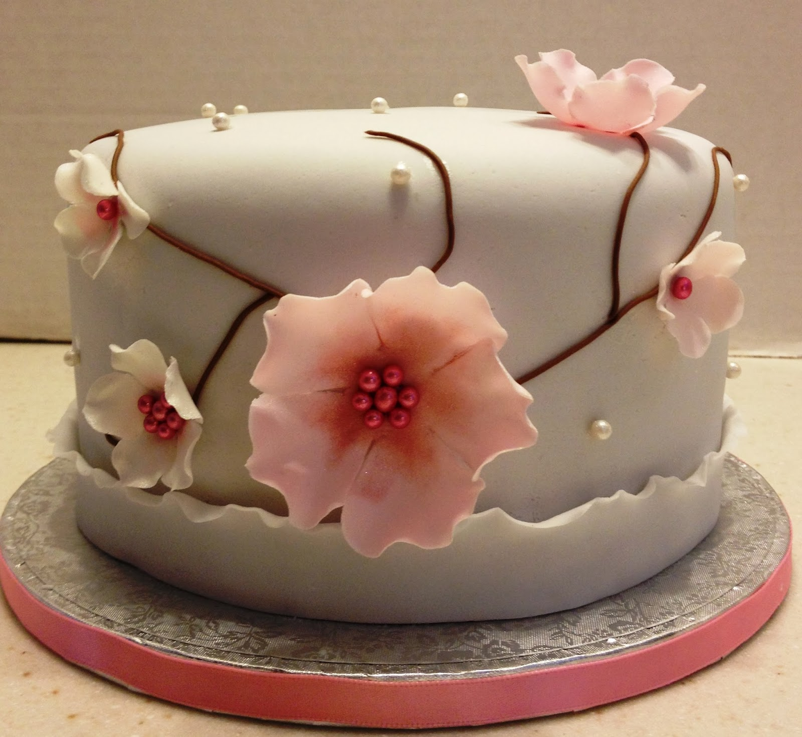 MaryMel Cakes: A pretty birthday cake
