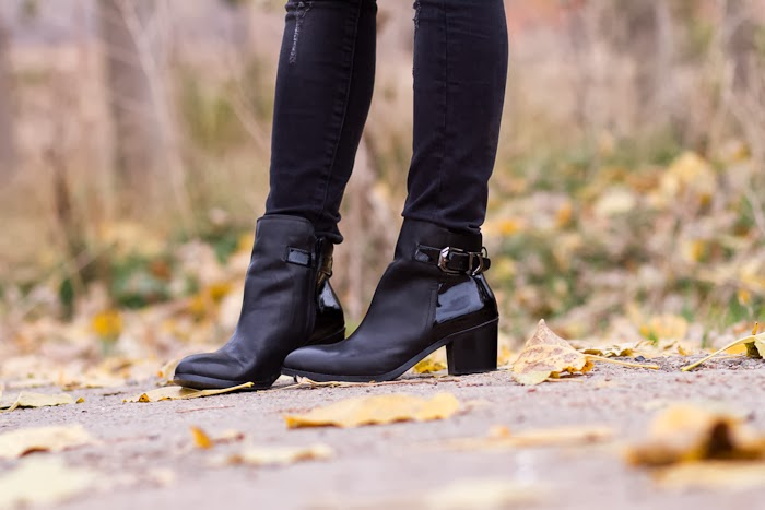 Botines de cuero y charol / Ankle Boots with Patent panel: CHOIES