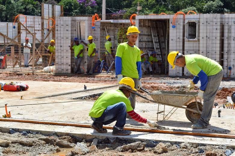No local, está sendo construído o primeiro bloco, que terá cinco pavimentos, com quatro apartamentos por andar, com cerca de 40m² cada