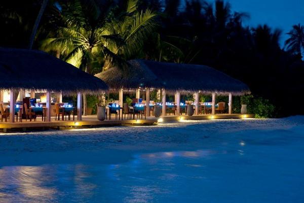 Download this Kuramathi Island Resort picture