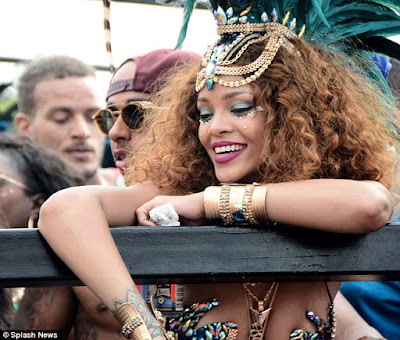 Rihanna & Lewis Hamilton cosy up at Barbados festival  2B16944200000578-3184374-image-a-34_1438683408384