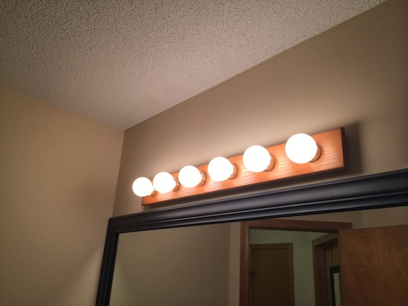 Vanity Light Update : Handy in KS: Updating Old Oak Vanity Light Bar with Bronze Spray Paint