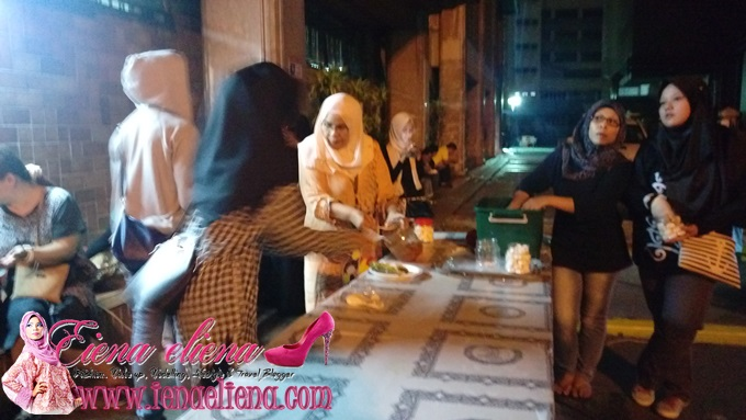 Share a meal with the poor and needy by ‪‎1Charity‬ -  30 July 2015