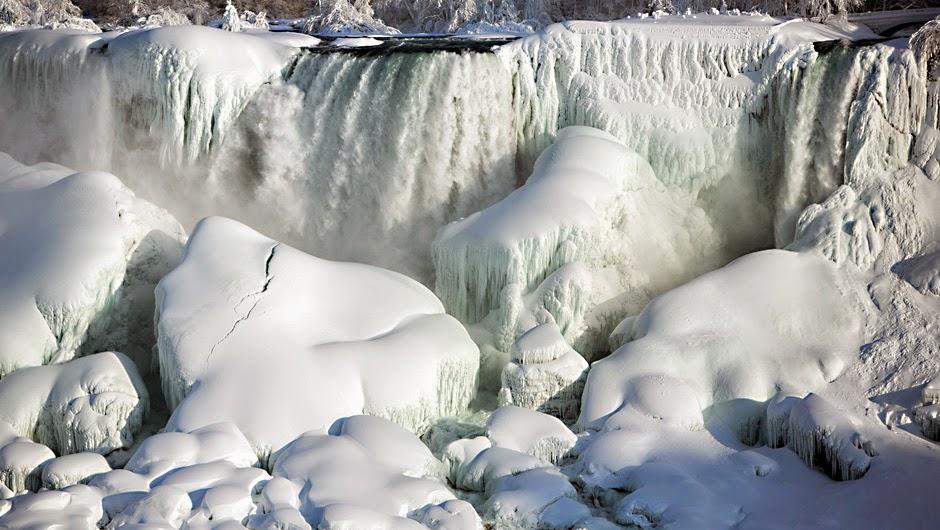 Niagarafälle - teils gefroren