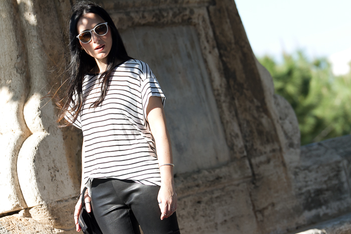 Outfit primavera verano con pantalones de piel de Muubaa