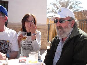 La anfitrona Inma con Jesús Rincón