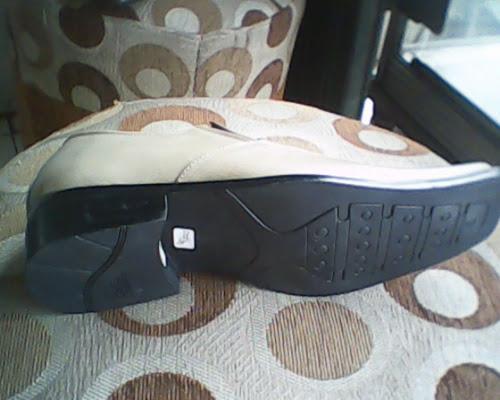 ... sepatu bally cream yang dilihat dari bawah 86451cb598