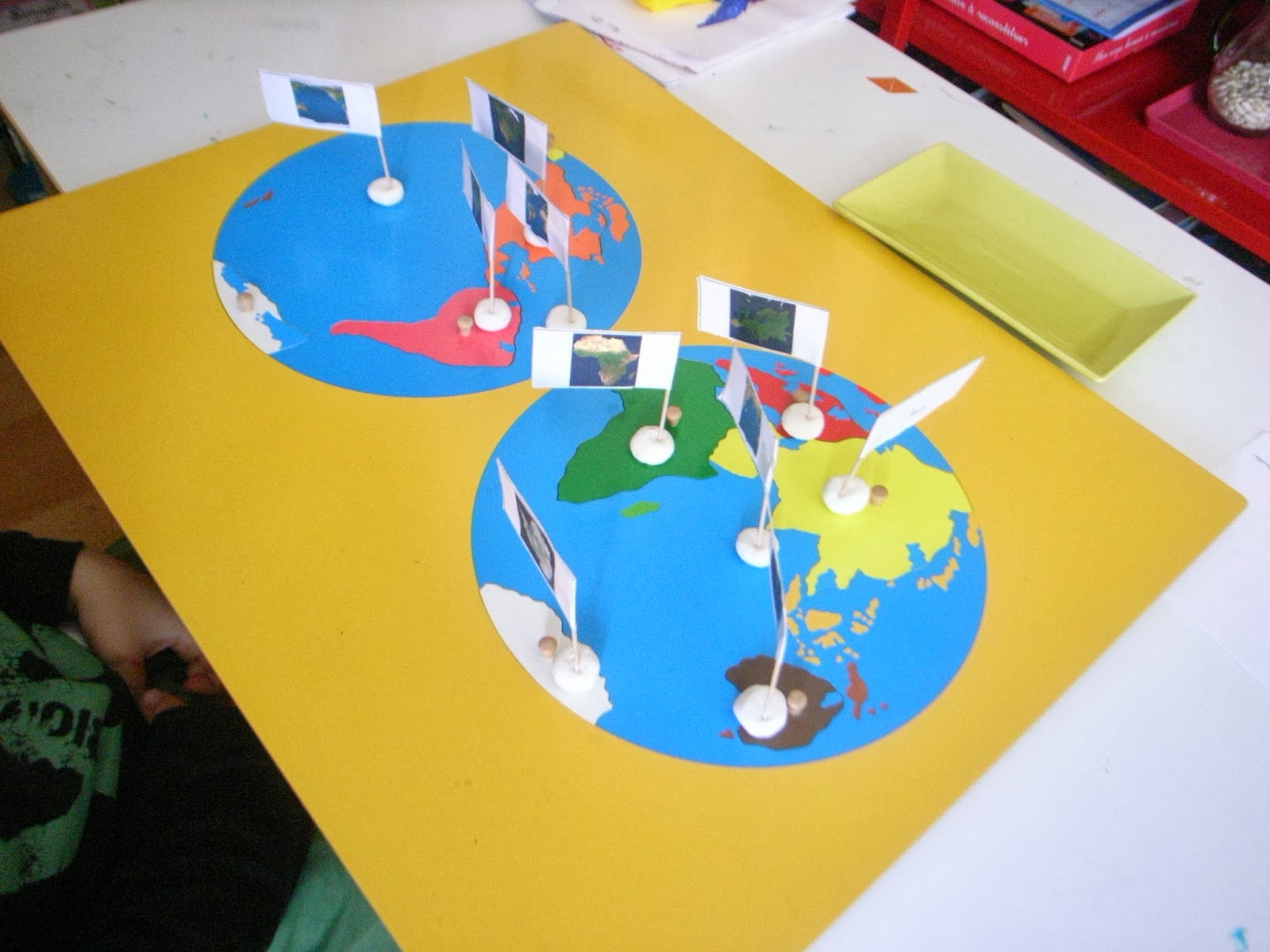 Les montessouris globe et planisph re montessori for Planisphere enfant