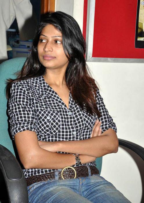 vijayalakshmi in jeans