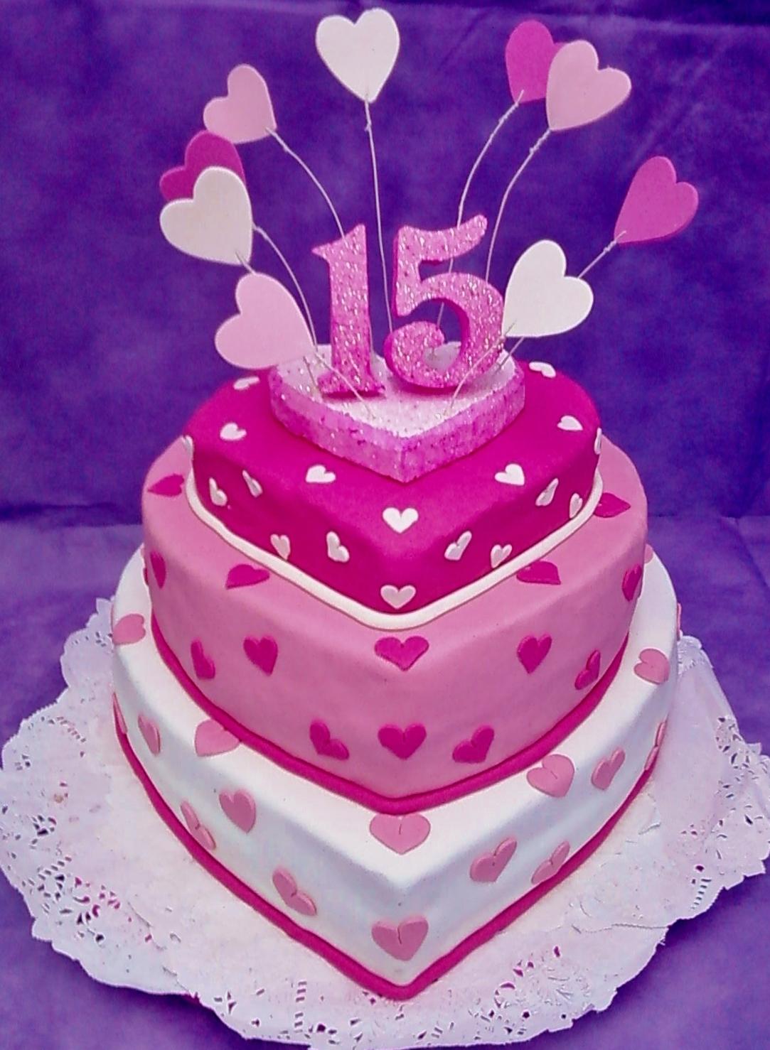 torta-de-15-años-forma-de-corazón.jpg