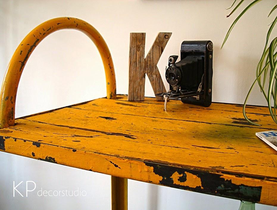 Carros de trabajo y bancos de madera decapada antiguos en valencia