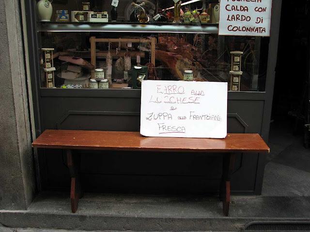 Bench, via Calderia, Lucca