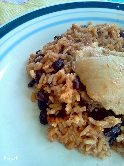 arroz con pollo y frijoles