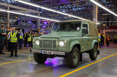Celebrating the Legend: Last of the Current Land Rover Defenders is Built in Soulihul