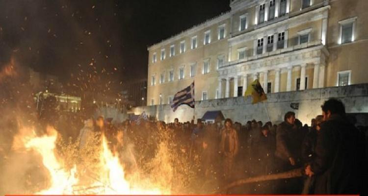 """""""ΚΑΙΓΕΤΑΙ"""" η Ελλάδα: Εκτος έλεγχου – Τρέμουν οι Βουλευτές"""