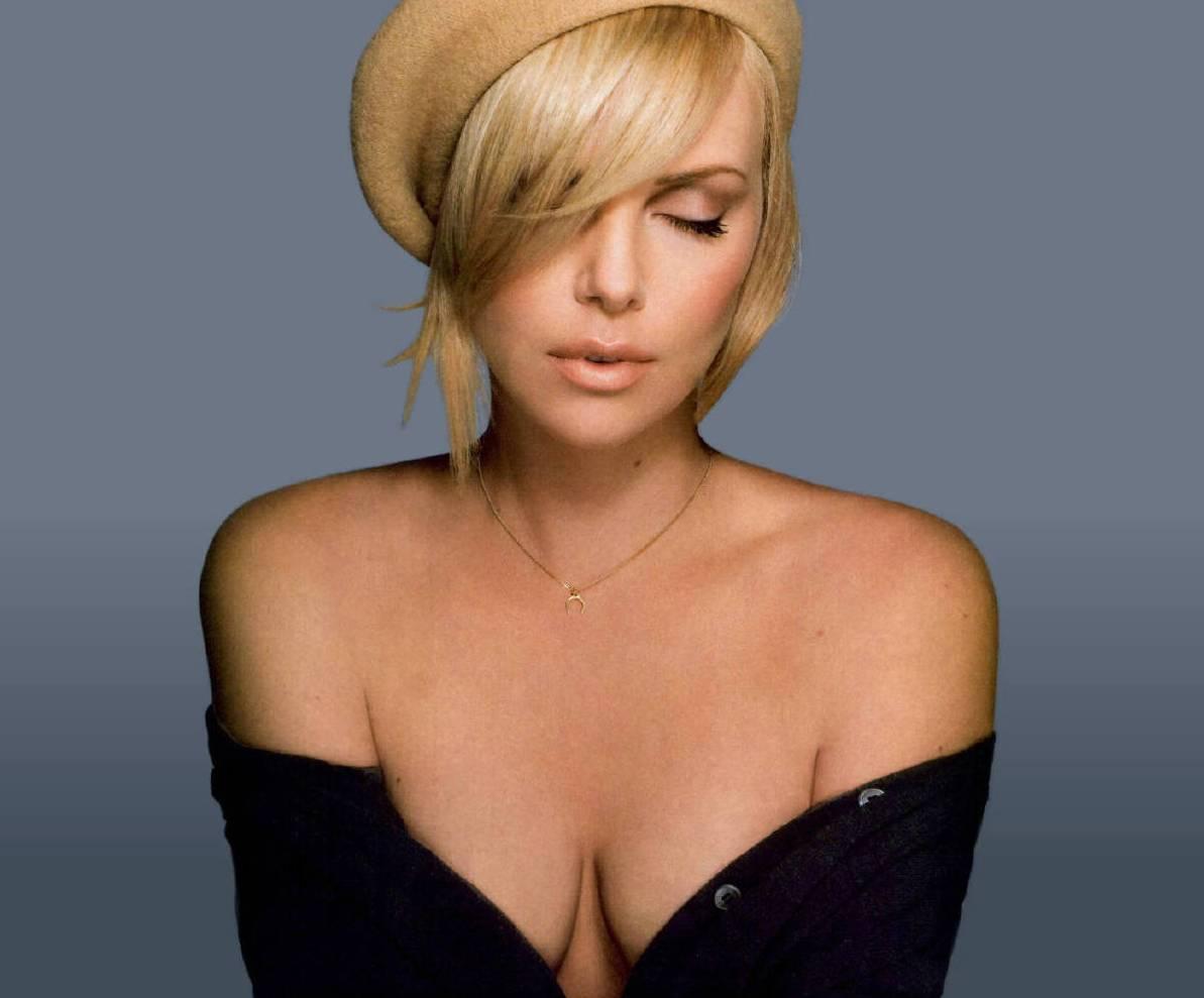 http://4.bp.blogspot.com/-wYTh9ek93vU/TupAEmM9p6I/AAAAAAAAASI/1WIfr5-5POo/s1600/Charlize-Theron-bra-size.jpg