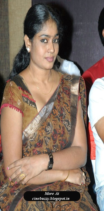 Telugu aunty actress Jayavani hot in saree blouse