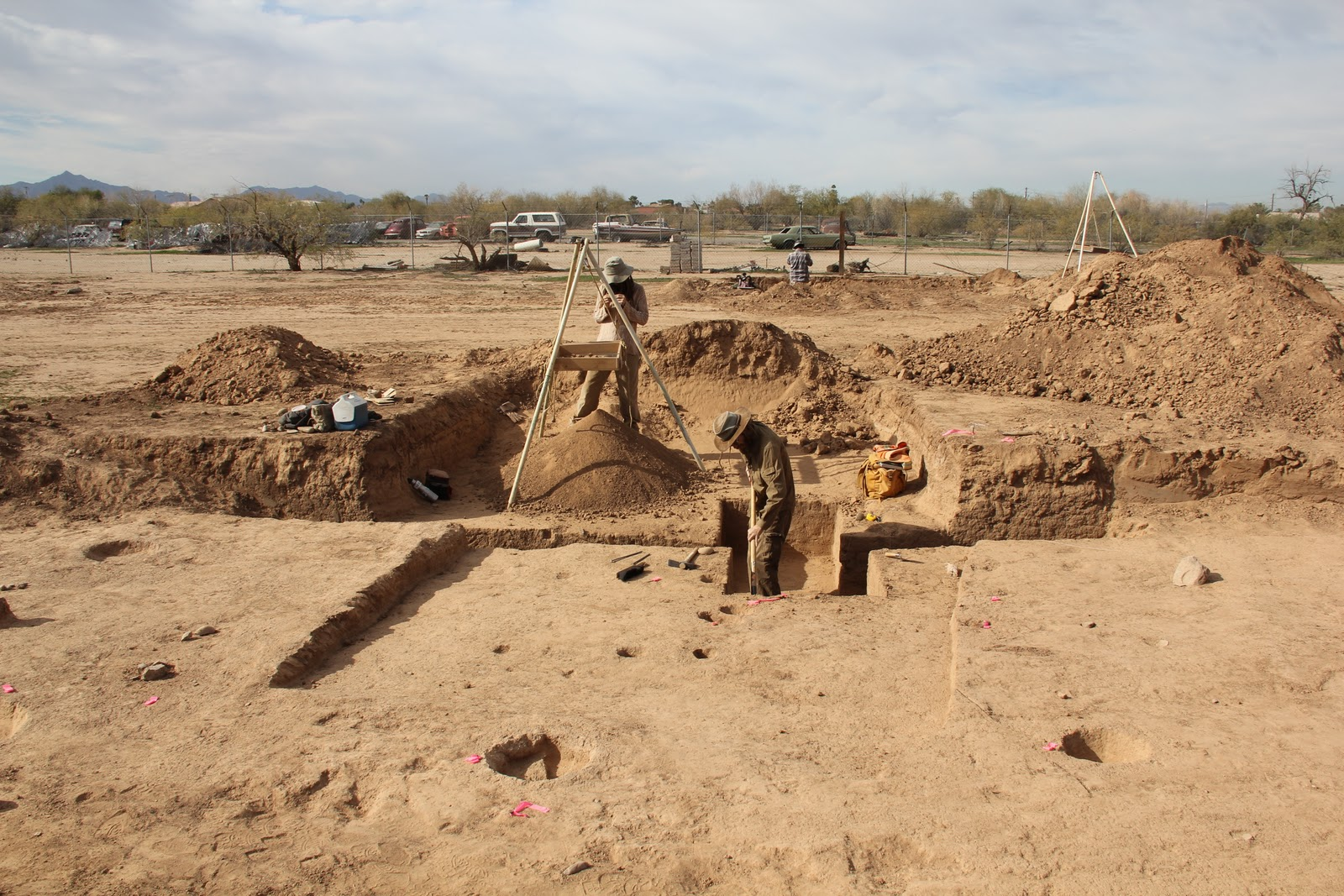 Desert archaeology phoenix hohokam for Extra mural definition