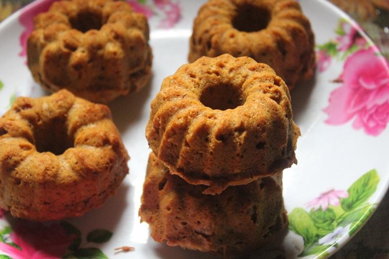 Eggless Carrot Oats Cake Recipe / Mini Carrot Bundt Cakes Recipe