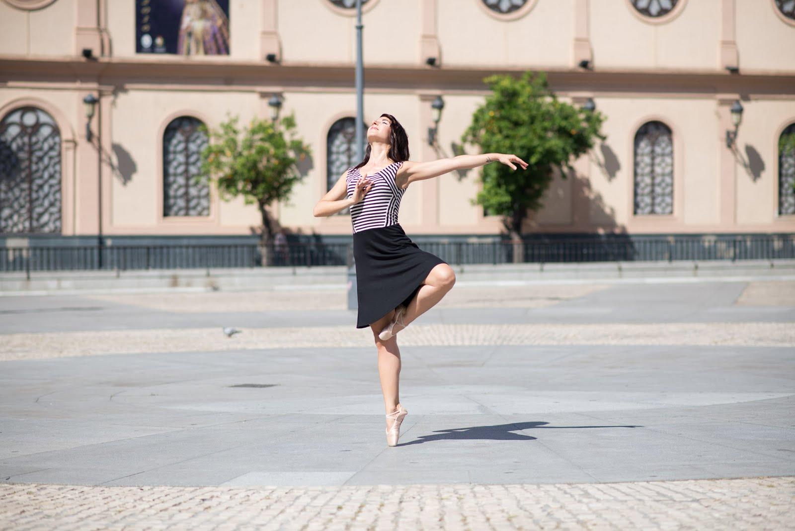 La danza es la música hecha imagen.