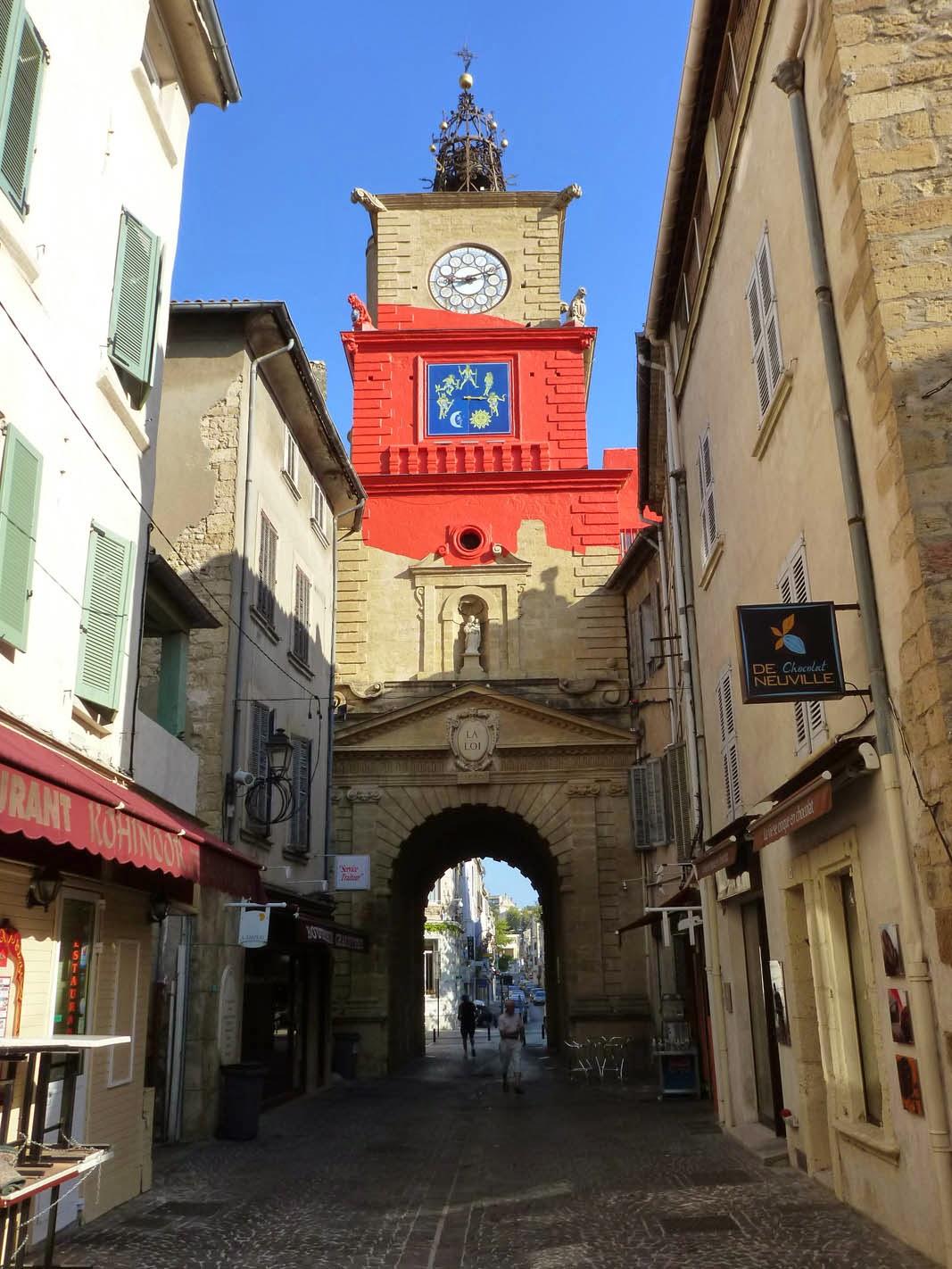 Petites histoires sur l 39 architecture des ronds rouges sur for Porte de l horloge salon de provence
