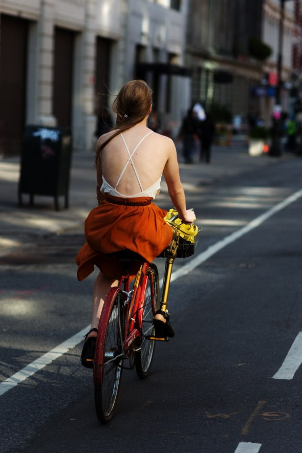 popa-na-velosipede-foto
