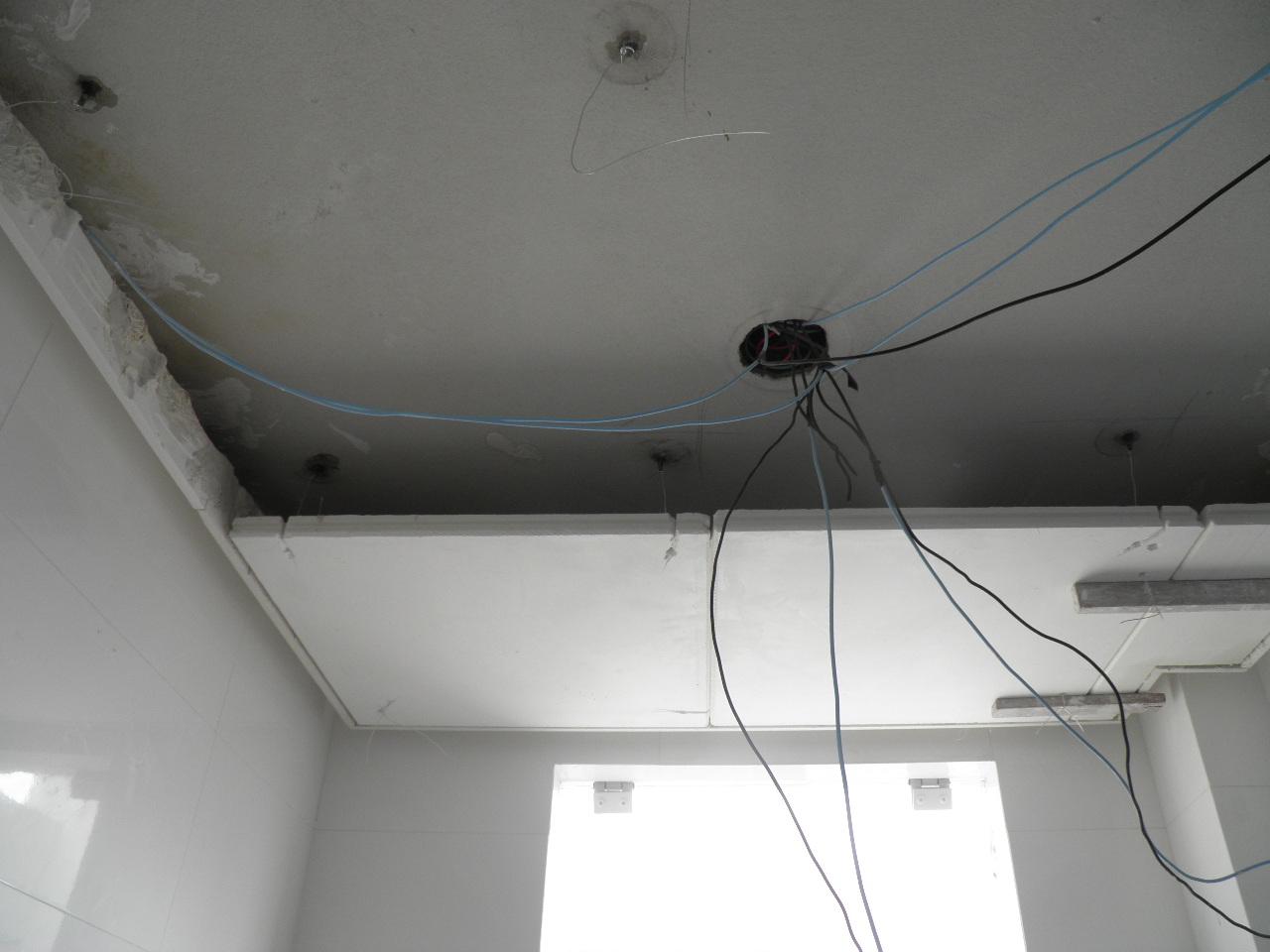 amor!: Gesso e o projeto luminotécnico do banheiro suíte executados #4D5C64 1280 960