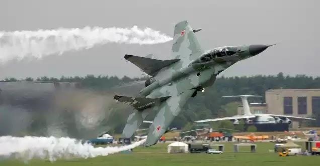 ΒΙΝΤΕΟ: Δείτε το νέο υπερόπλο της Ρωσίας που έκλεψε την παράσταση στην επίδειξη στο Ζουκόφσκι