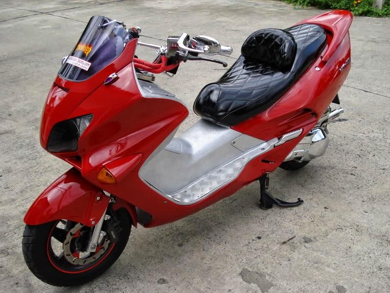 Modifikasi Honda Forza Merah