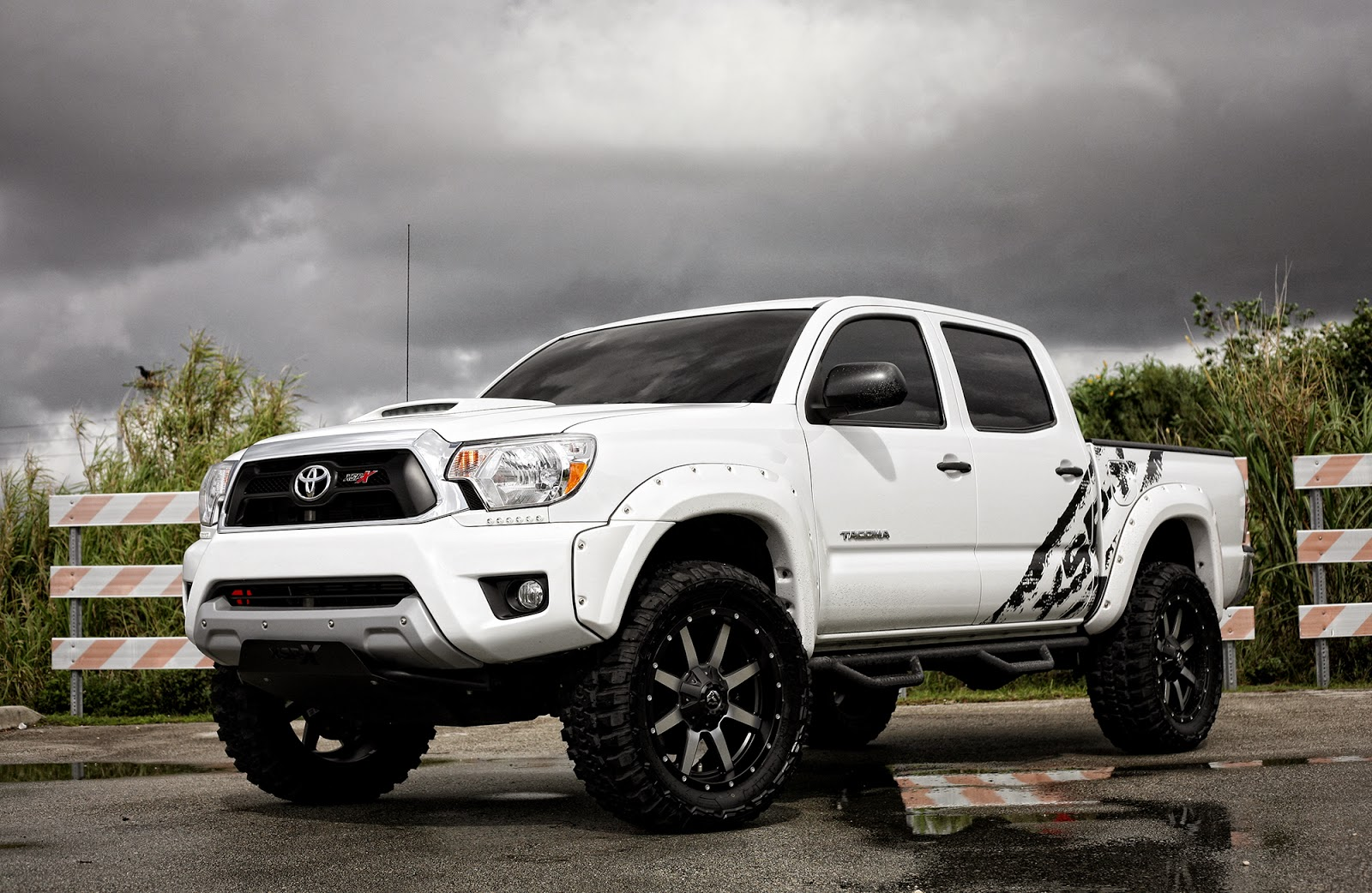 exclusive motoring toyota tacoma xps x by fuel offroad wheels supercars show. Black Bedroom Furniture Sets. Home Design Ideas