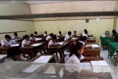 Kelulusan siswa SD tahun ajaran 2014 akan ditentukan melalui Ujian Sekolah.