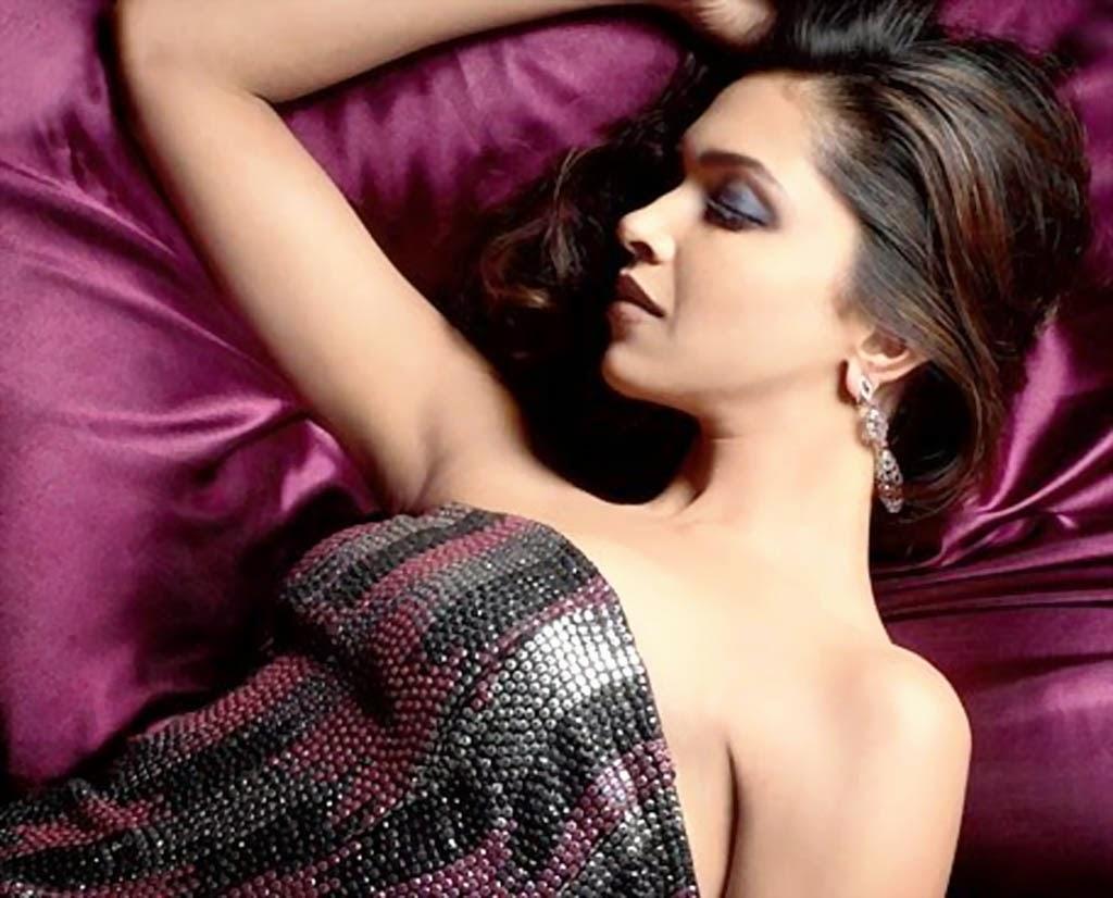 Deepika Padukone exposingher underarms Pics