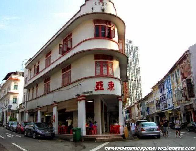 One of the oldest kopitiam in Singapore, Tong Ah Eating House is located at Keong Saik Road, a street in Chinatown that was named after Chinese businessman Tan Keong Saik in 1926.